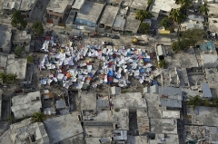 800px-Haiti_earthquake_aftermath_tent_city.jpg